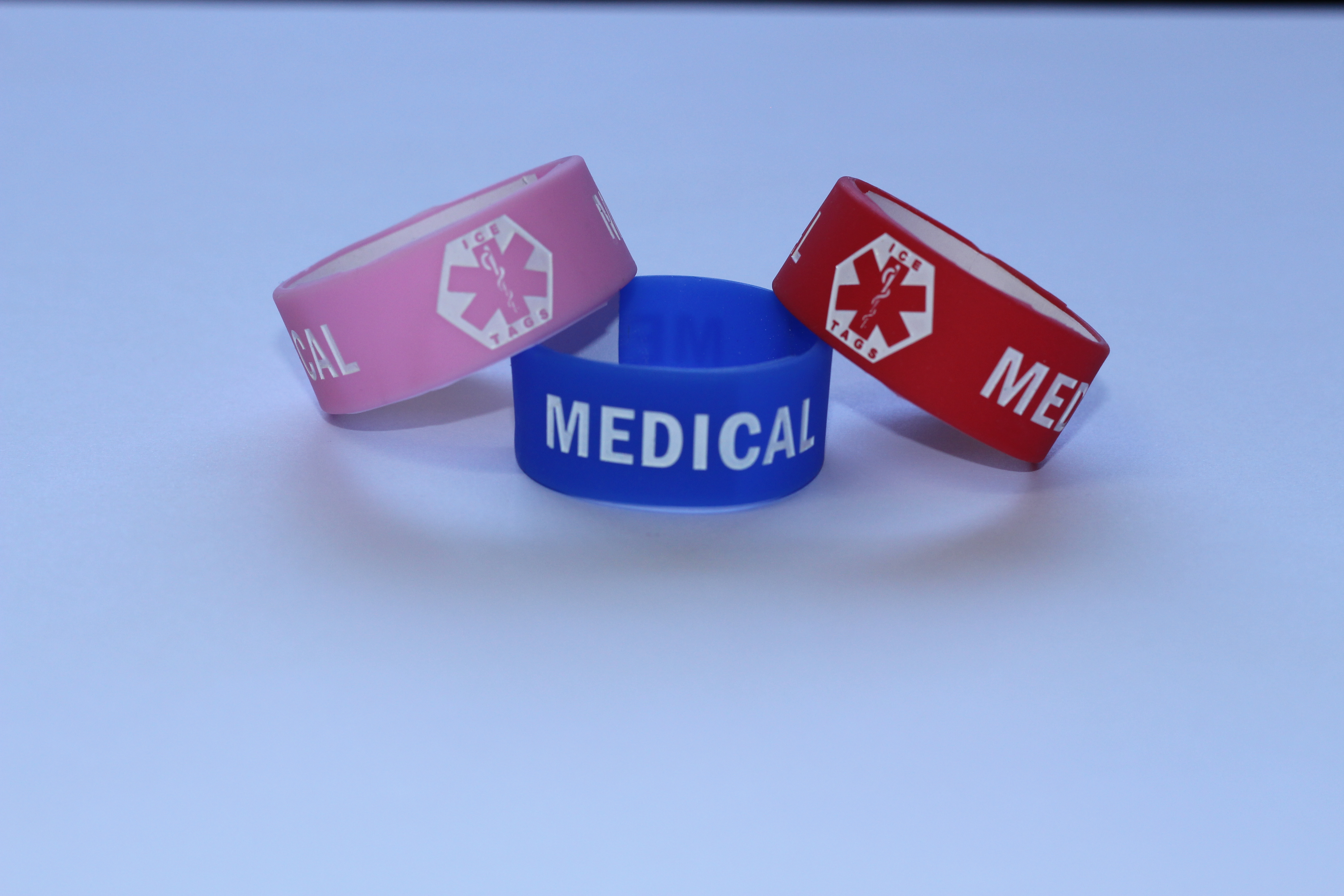 INFANT WRITABLE SILICONE BAND (TRI-PACK) - Identification, Medical Information, Allergy… can be written on the back of the Writable Sili-cone Band. - Available in Pink, Blue and Red. - Sizes: 12cm to 14cm in circumference. - Pack includes three bands
