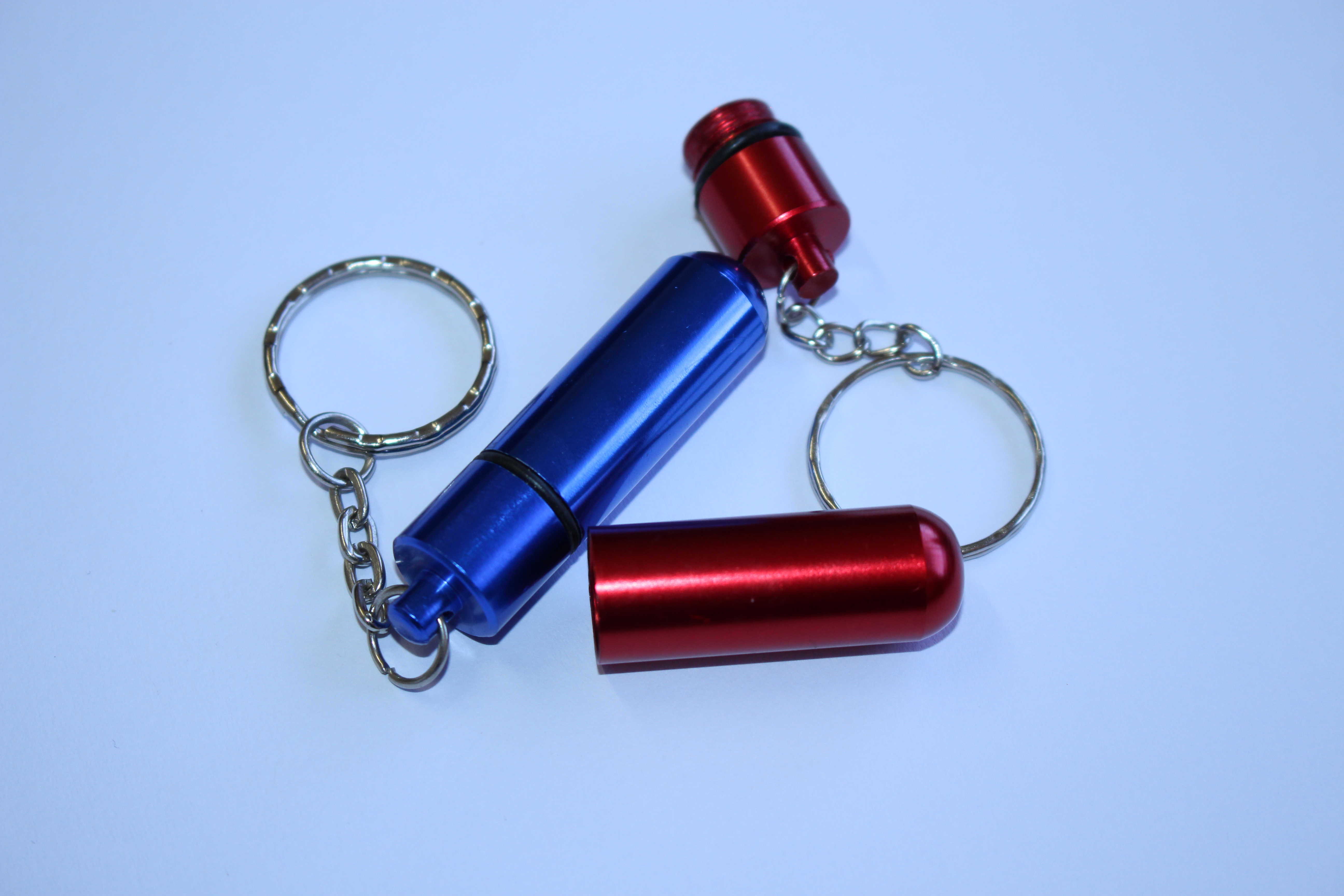 PILL ICE-CAPSULE Pill Ice-Capsule stores your Emergency Medication for severe Allergies when needed.  - Can be worn around the neck, key ring or wrist.  - Water and dust proof. - Available in Red and Blue
